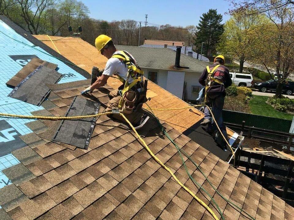 Почему вы не должны делать ремонт крыши самостоятельно